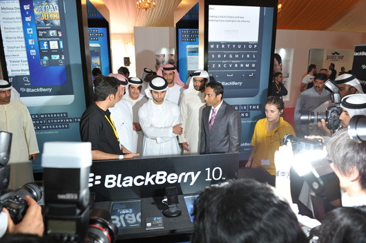 3-His-Royal-Highness-Sheikh-Mansoor-Bin-Mohammed-Bin-Rashid-Al-Maktoum-getting-a-preview-of-the-new-Blackberry-10